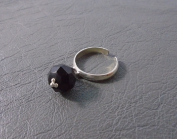 Sterling silver & faceted black bead toe ring