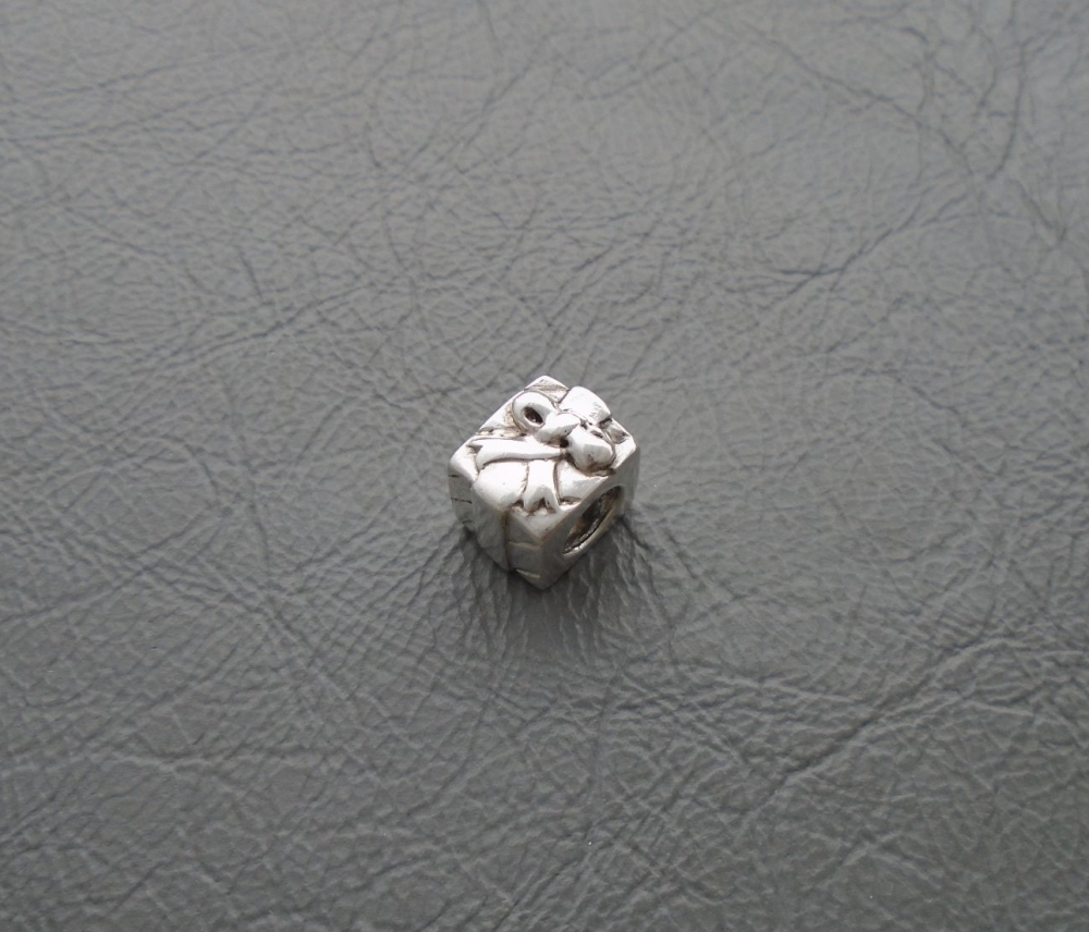 Sterling silver 'present' bead / charm