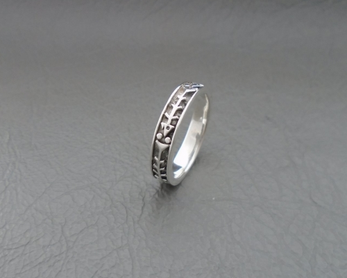 Quirky sterling silver fish bones ring