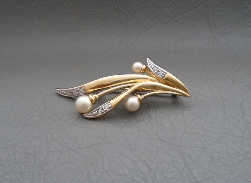 Gilt sterling silver, clear stone & faux pearl spray brooch