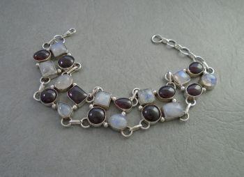 Beautiful sterling silver, garnet & moonstone bracelet