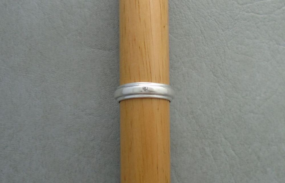 Sterling silver single stone gents band ring