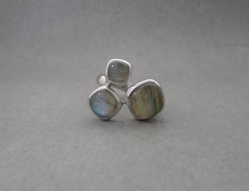 Gorgeous sterling silver & labradorite trio ring