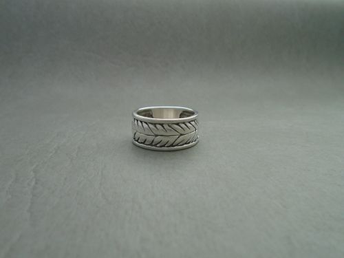 Sterling silver feathered design band ring