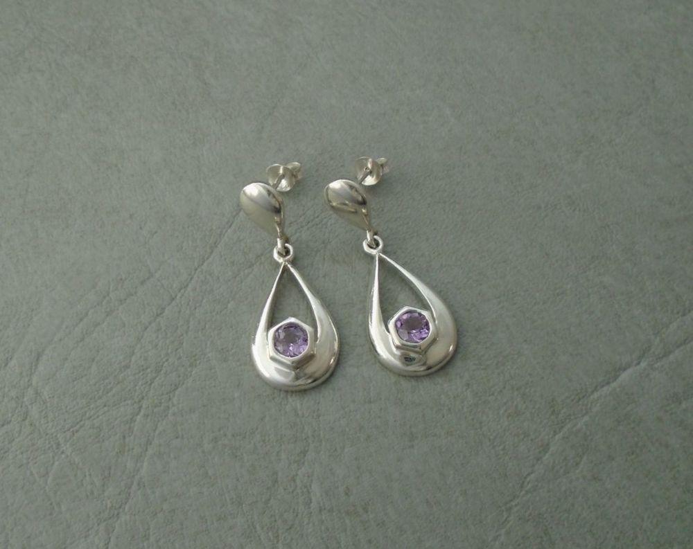 Sterling silver graduated teardrop earrings set with amethyst