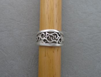 Thick sterling silver patterned & graduated band ring