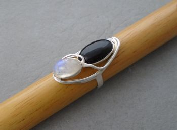 Gorgeous long sterling silver, moonstone & black onyx ring