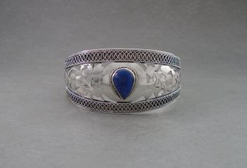 Gorgeous Balinese sterling silver & lapis cuff