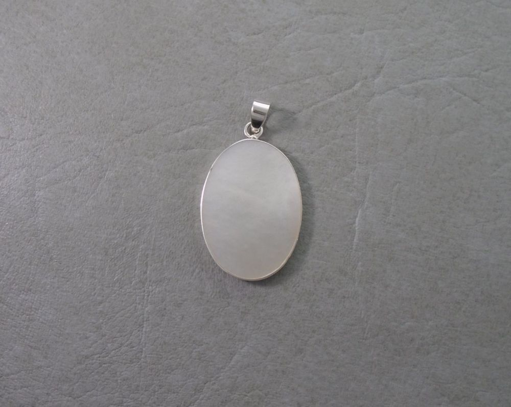 Oval sterling silver & Mother of Pearl pendant