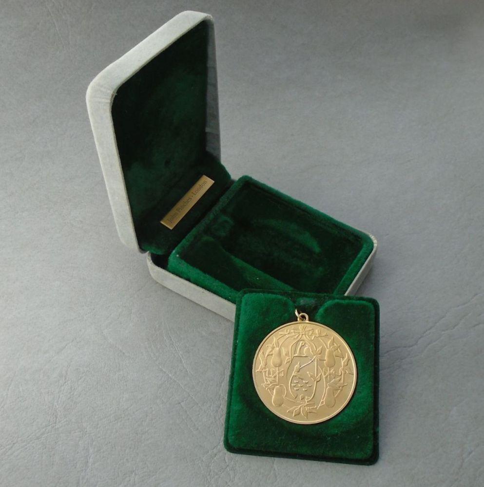 Gilt sterling silver 'Partridge in a pear tree' commemorative medallion pendant, original box
