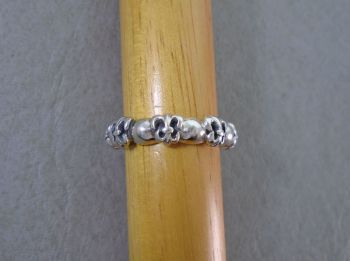 Solid sterling silver ring with a chased fleur-de-lis design