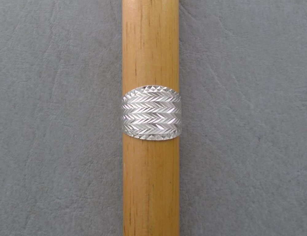 Graduated sterling silver diamond cut ring