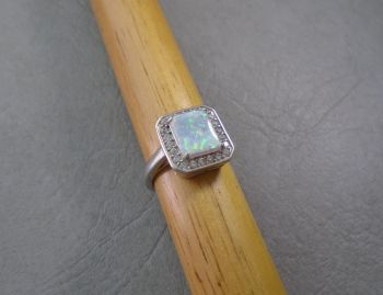 Stunning sterling silver & simulated opal ring