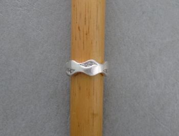 Thick sterling silver wave ring with stone detail