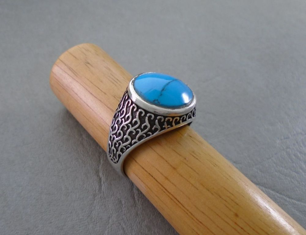 Sterling silver & howlite ring with scroll detail shoulders