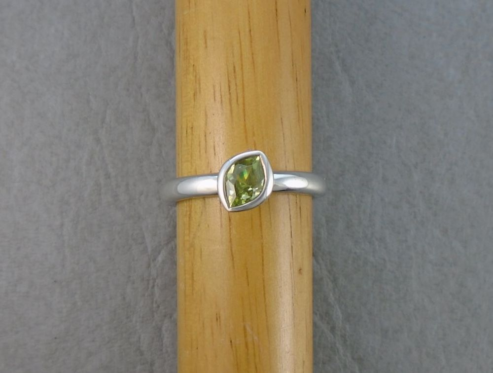 Sterling silver smooth 'D' profile green marquise solitaire ring