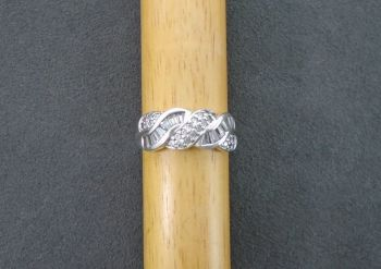 Sterling silver ring with an attractive stoned twist