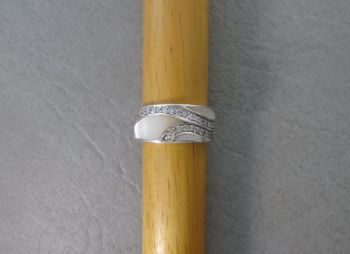 Elegant sterling silver, Mother of Pearl & asymmetrical clear stone ring