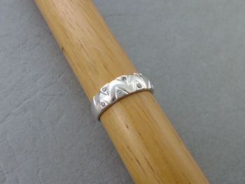 Sterling silver ring with a stone set zigzag