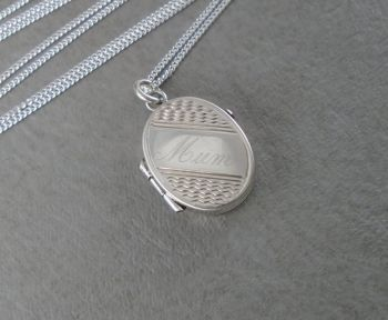 Vintage sterling silver 'mum' engraved locket