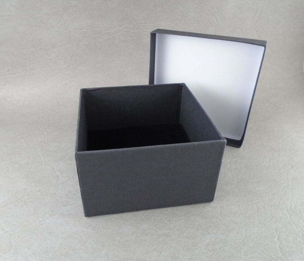 Deep bangle box
