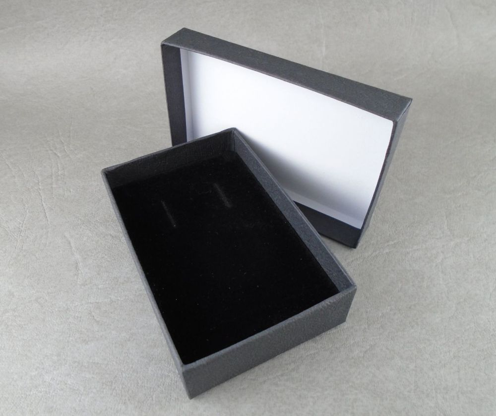 Black necklace / long earring box
