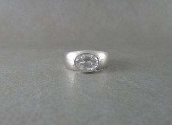 Sterling silver & clear quartz solitaire ring
