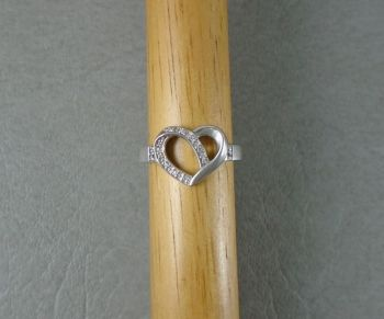 Sterling silver stoned heart ring