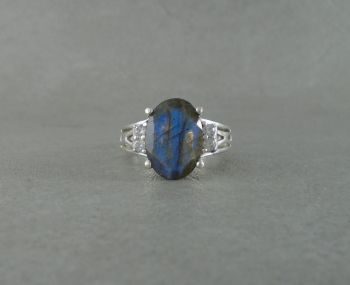 Sterling silver & labradorite ring with accented shoulders