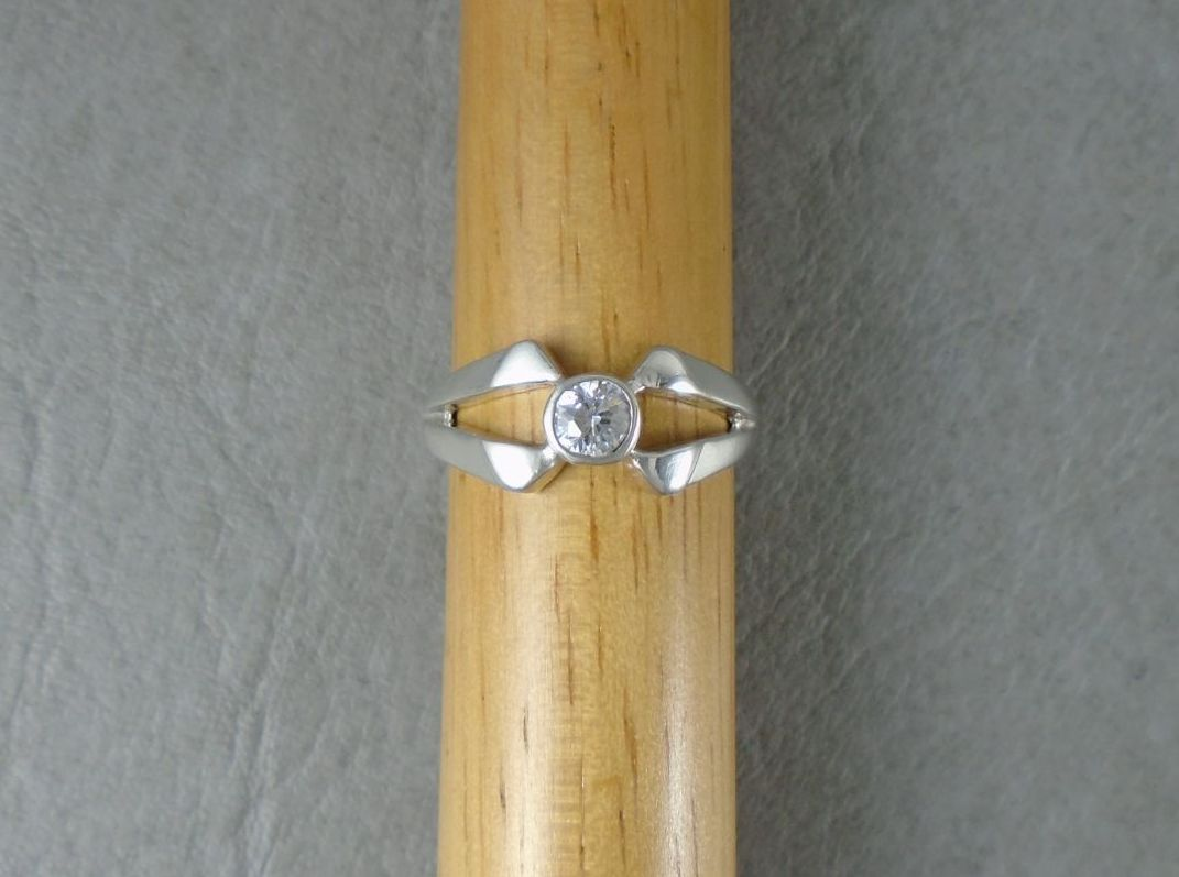 Sterling silver solitaire ring with angled & split shoulders