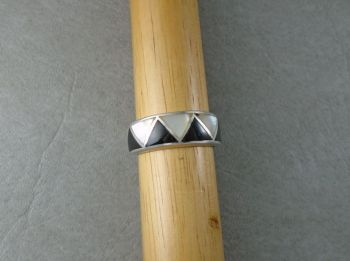 Sterling silver, Mother of Pearl & Black onyx ring