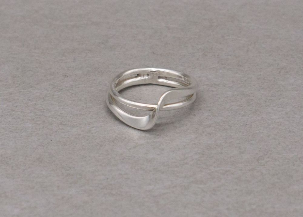 Sterling silver ring with a twist / wave