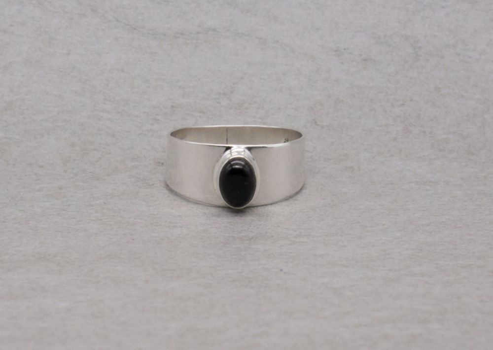 Graduated sterling silver ring with a black onyx cabochon