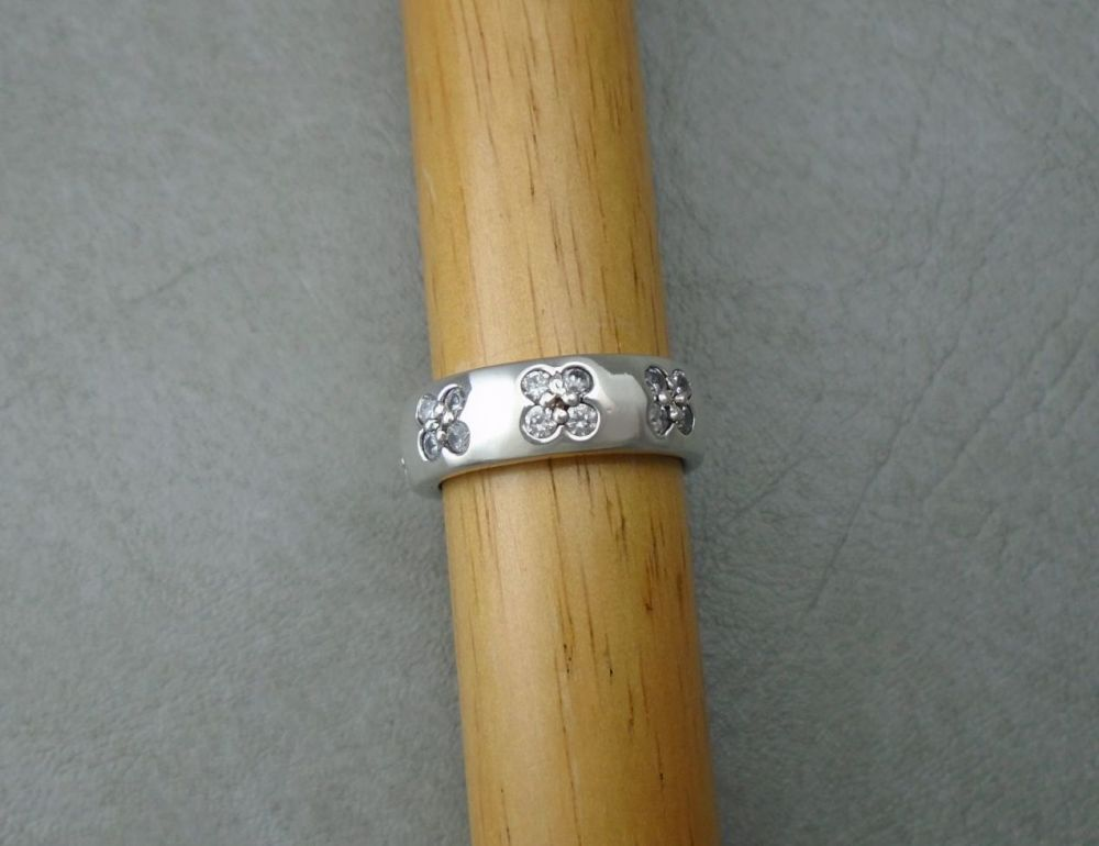 Sterling silver ring with floral clusters