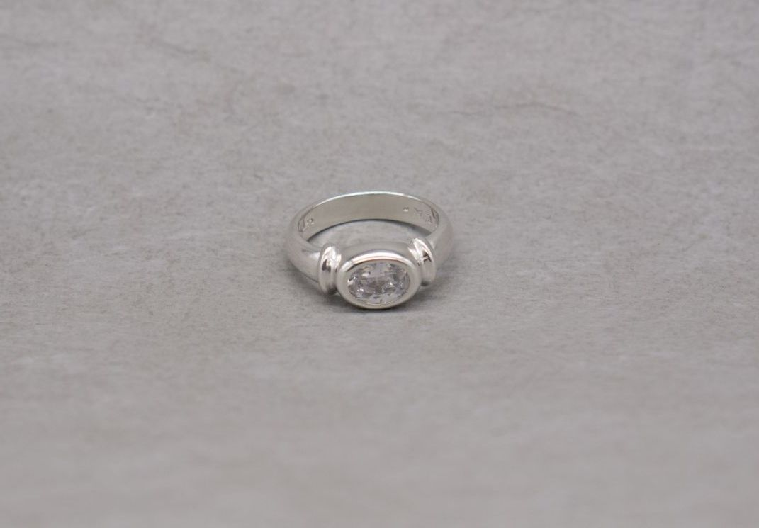 Sterling silver oval solitaire ring