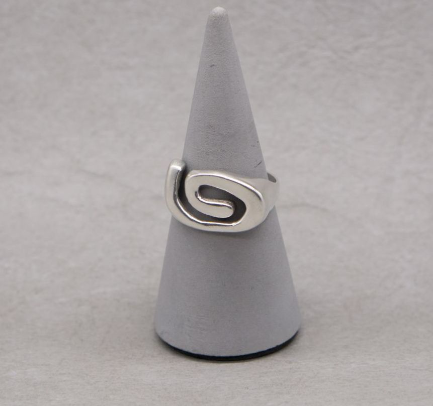Sterling silver swirl top ring