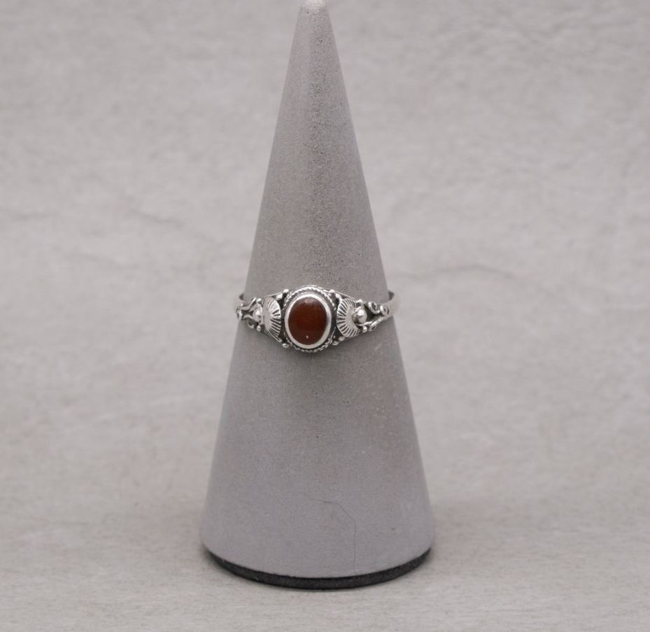Sterling silver & carnelian ring with fancy shoulders