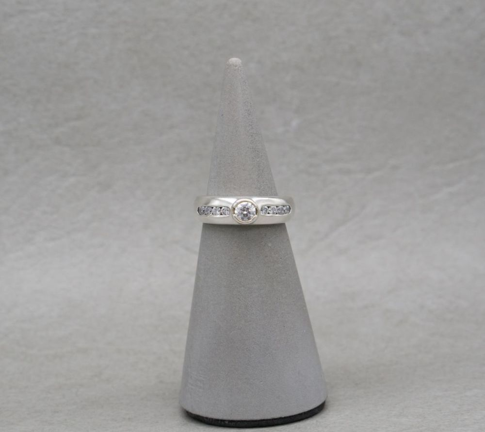 Sterling silver 'D' profile ring with clear stones