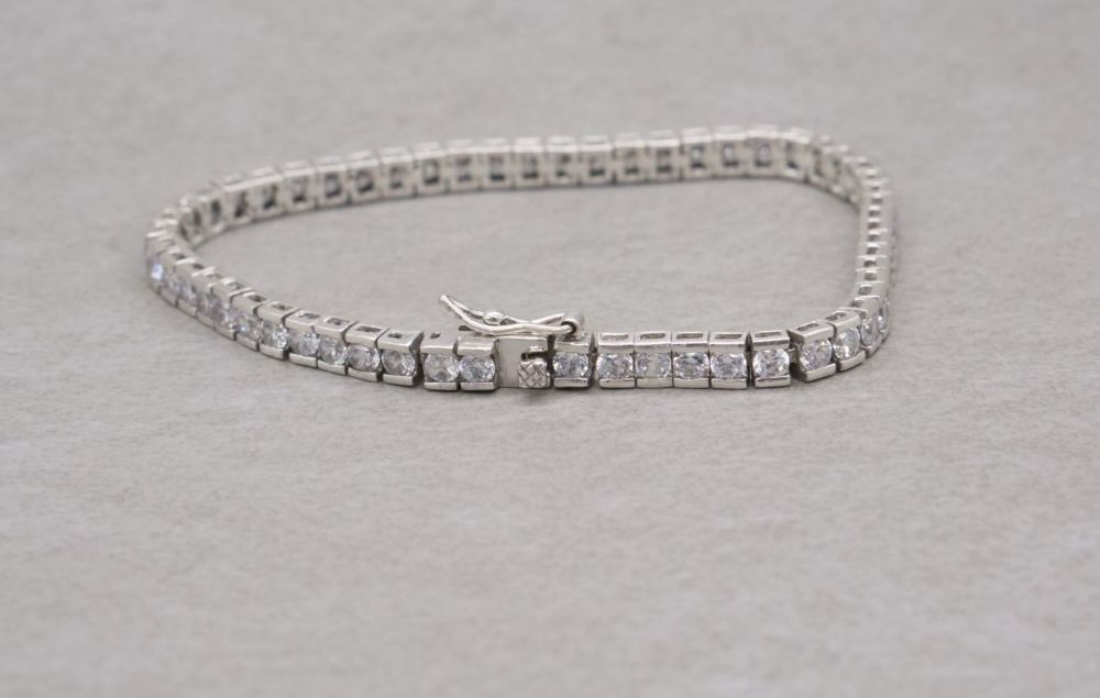 Sterling silver & clear stone tennis bracelet with safety clasp