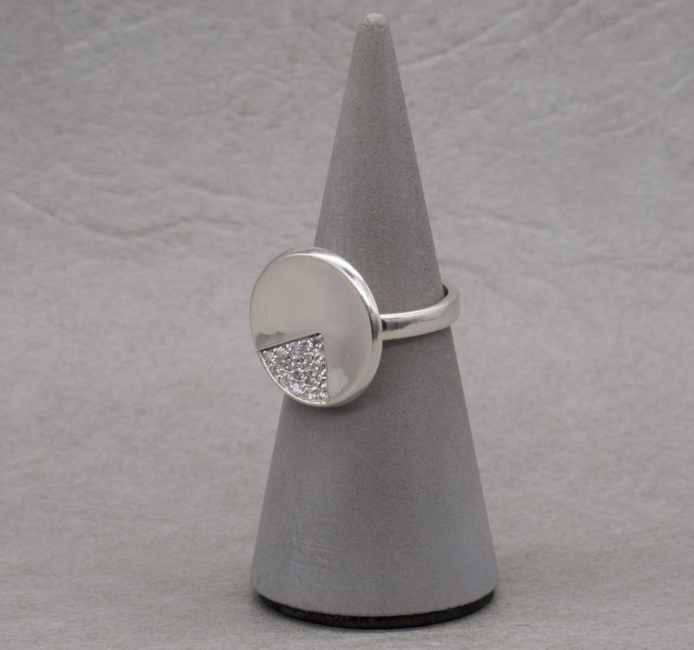 Sterling silver 1/4 stoned disc ring
