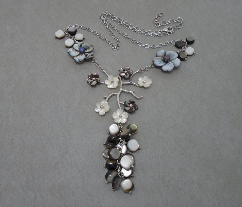 Sterling silver & mother of pearl floral feature necklace