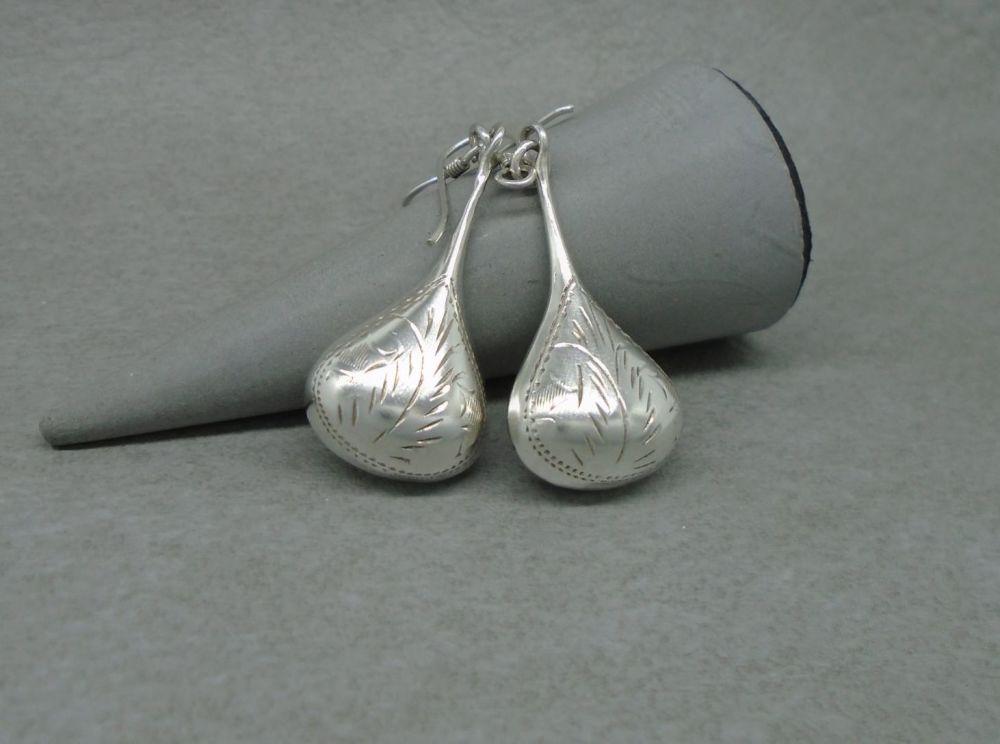 Vintage sterling silver engraved teardrop earrings