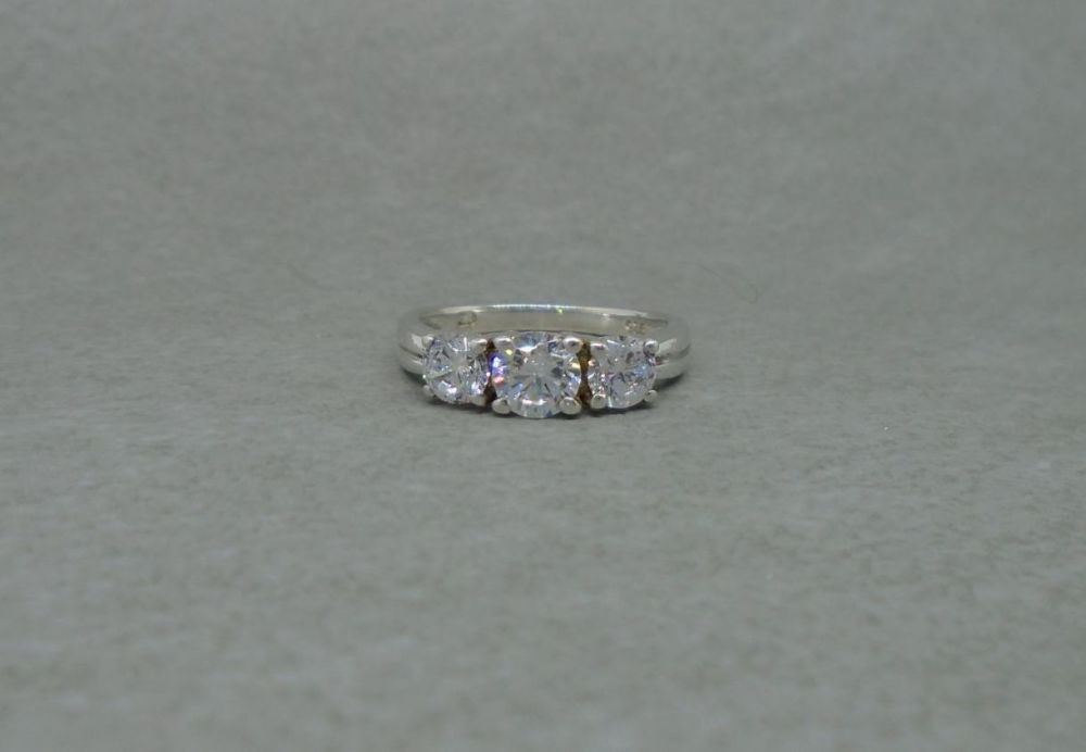 Sterling silver trilogy ring with a fancy cup setting