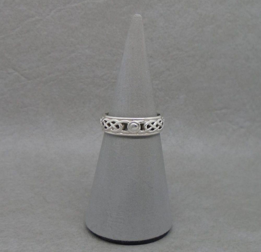 Vintage sterling silver Celtic band ring