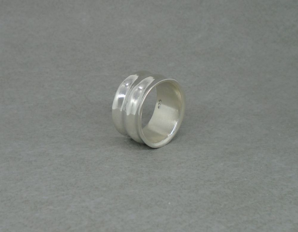 Thick sterling silver rippled ring