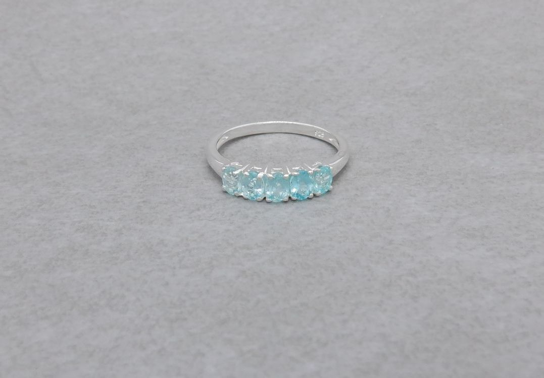 Beautiful sterling silver & aqua Paraibe Apatite ring