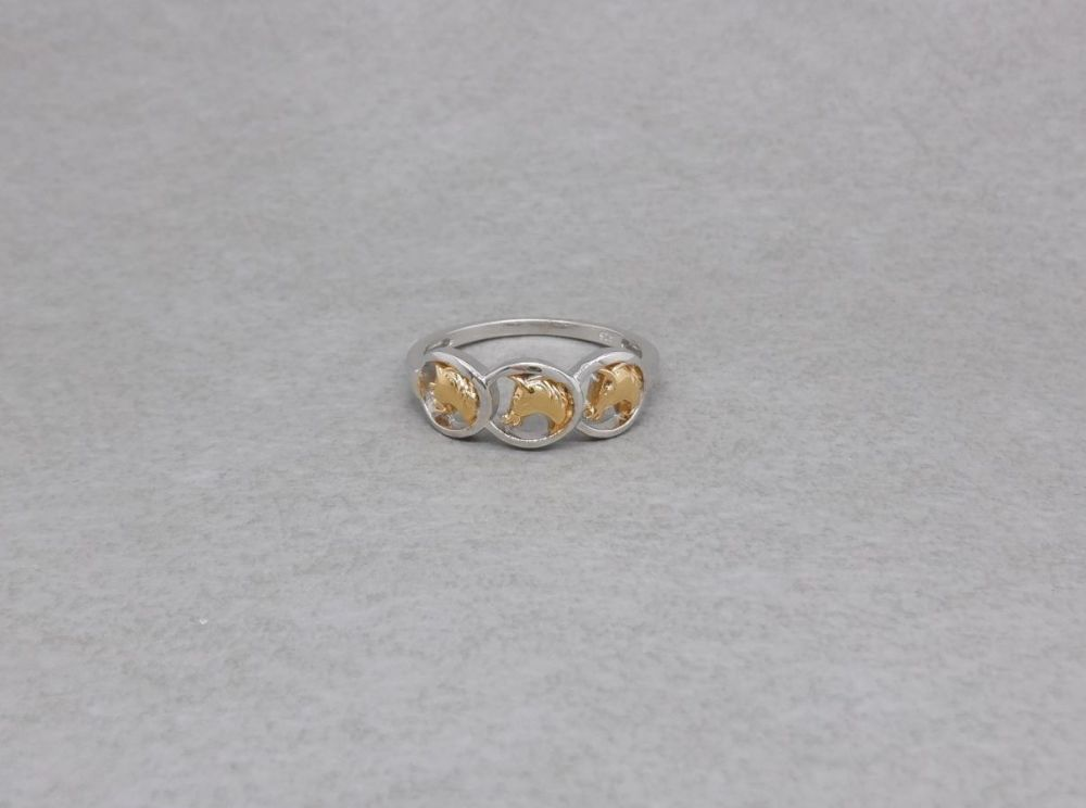 Sterling silver ring with 3 gilt horse heads