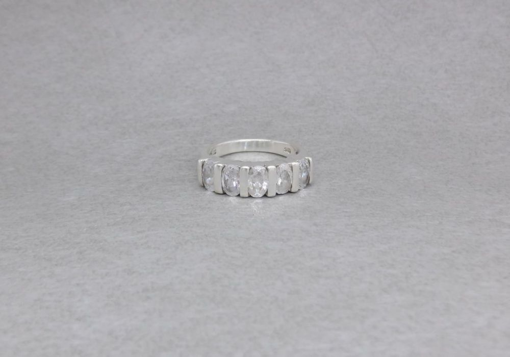 Sterling silver ring with 5 clear oval stones