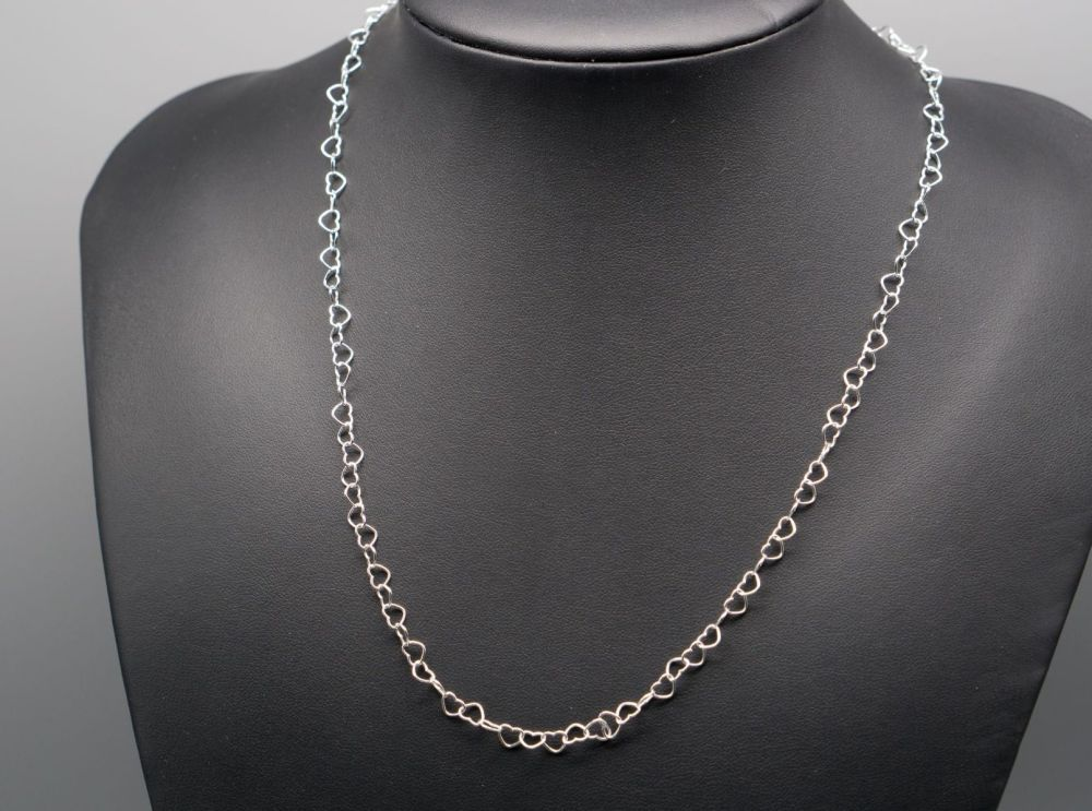 Pretty sterling silver interlinked heart chain necklace