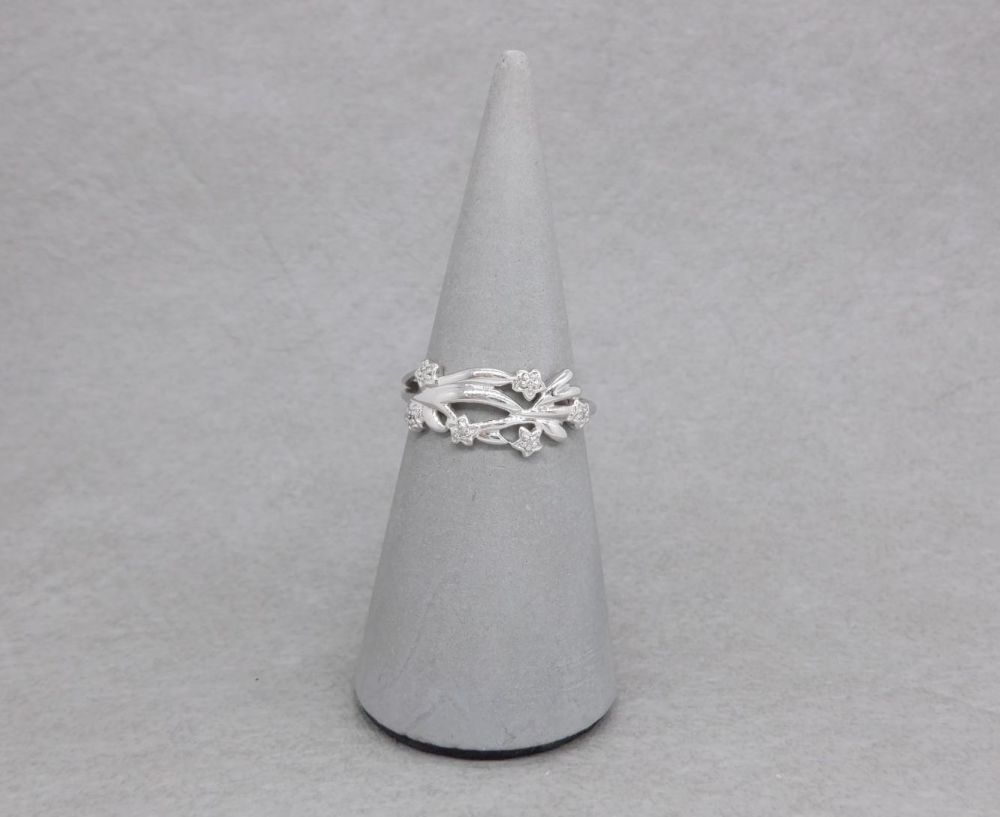 9ct white gold & diamond floral ring